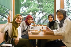Warung Tema: Warteg Naik Kelas Viral Pilihan Mahasiswa Kota Malang